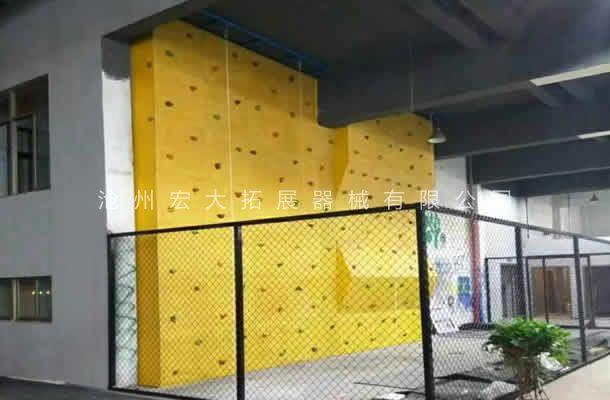 附墙体攀岩墙