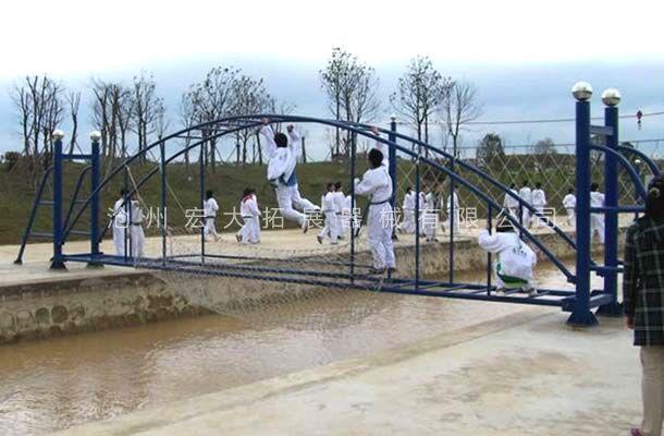 水上肋木桥-水上拓展器材厂家-水上拓展项目