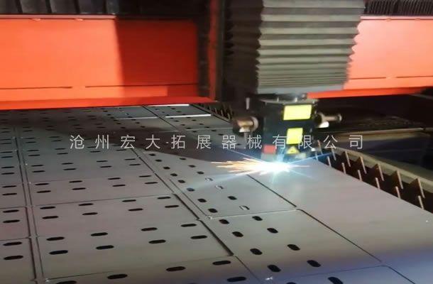 公司采用激光切割机-提高拓展器材工件精准质量