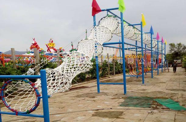 北京昌平区静怡山庄承建的青少年体能拓展乐园项目安装完