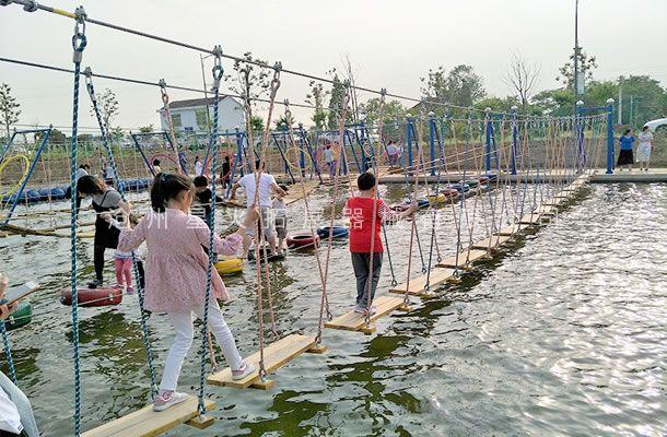 水上平步青云-水上拓展乐园设施-水上拓展设备