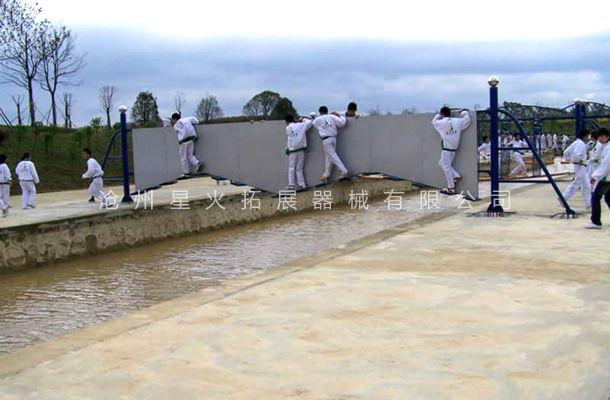 水上绝壁桥-水上拓展乐园设施-水上拓展设备