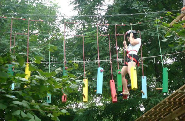 丛林摇摆桩-丛林探险设备-树上拓展