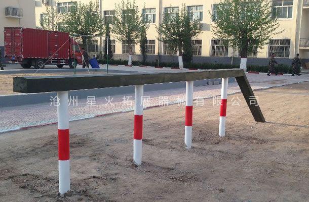部队400米障碍器材