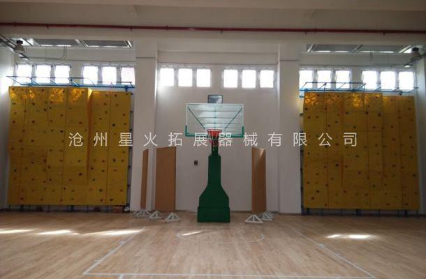 星火拓展器械有限公司承建的室内拓展攀岩训练墙安装验收
