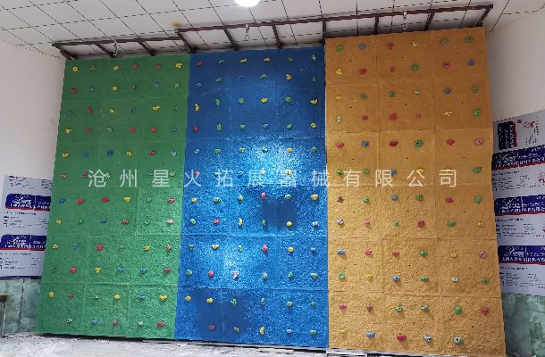 内蒙古乌兰察布化德县青少年活动中心室内攀岩墙安装完毕