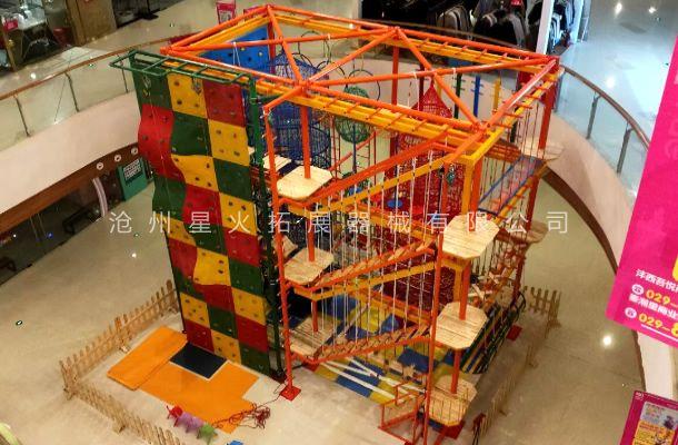 四川省绵阳市万达商场中庭儿童网绳拓展乐园项目完工。